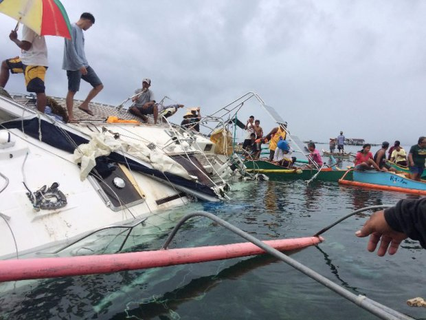epa05184421 A handout picture provided by Barobo police station released on 28 February 2016 shows Filipino fishermen recovering a drifting yacht in the seas off Barobo town in Surigao del Sur province, Philippines, 27 February 2016. A German national was found dead inside a drifting yacht in the southern Philippines, police said. The man was identified to be Manfred Fritz Bajorat of Germany, based on documents recovered from the yacht, police investigator Val Warren Polancos said. Fishermen found the decomposing body inside the radio room of the yacht that was floating in the seas off Barobo town in Surigao del Sur province, 877 kilometres south of Manila, he added. Authorities were still determining the cause of the death, and have been in touch with the German Embassy for more information about the man. EPA/BAROBO POLICE / HANDOUT HANDOUT EDITORIAL USE ONLY/NO SALES